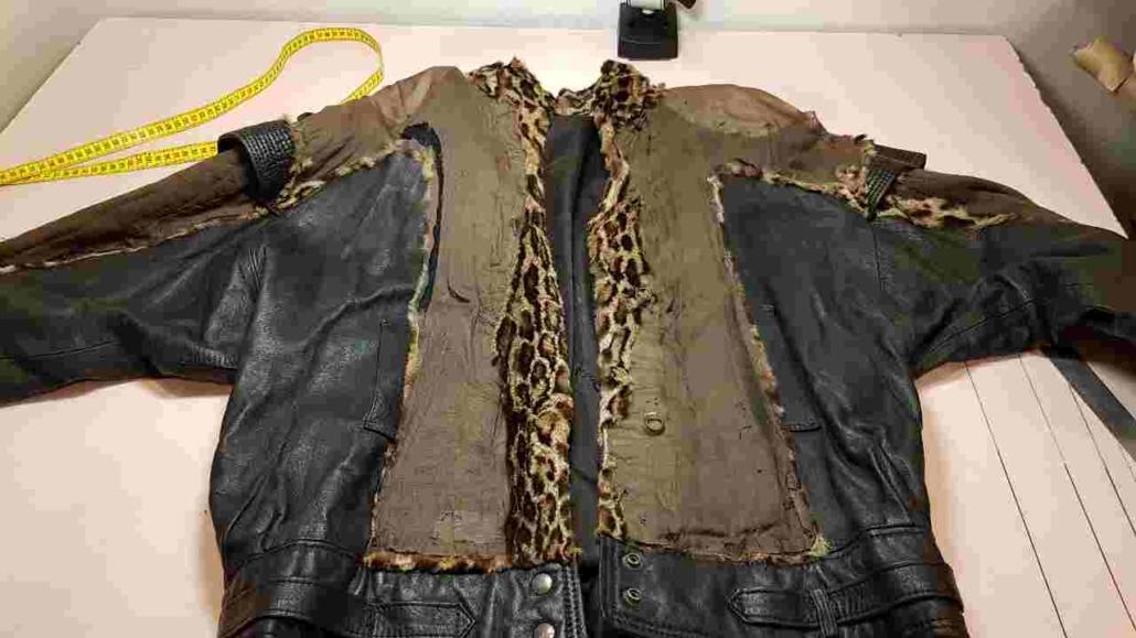 veste détruite: seul le cuir subsiste