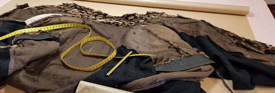 cette veste à demi décomposéee doit être restaurée